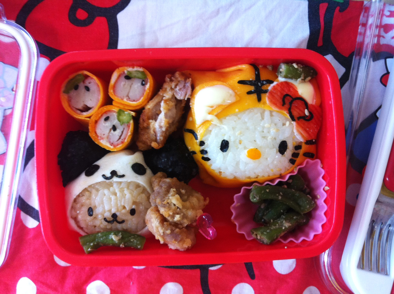 I realize I haven't been posting too many pictures of my new class. But I am now teaching the 4 and 5 year olds in Tiger class. I really enjoy my class, and I am even teaching some of my students from last year as well. This bento is from one of those students. It artfully displays the graduation from panda class to tiger class via rice balls.