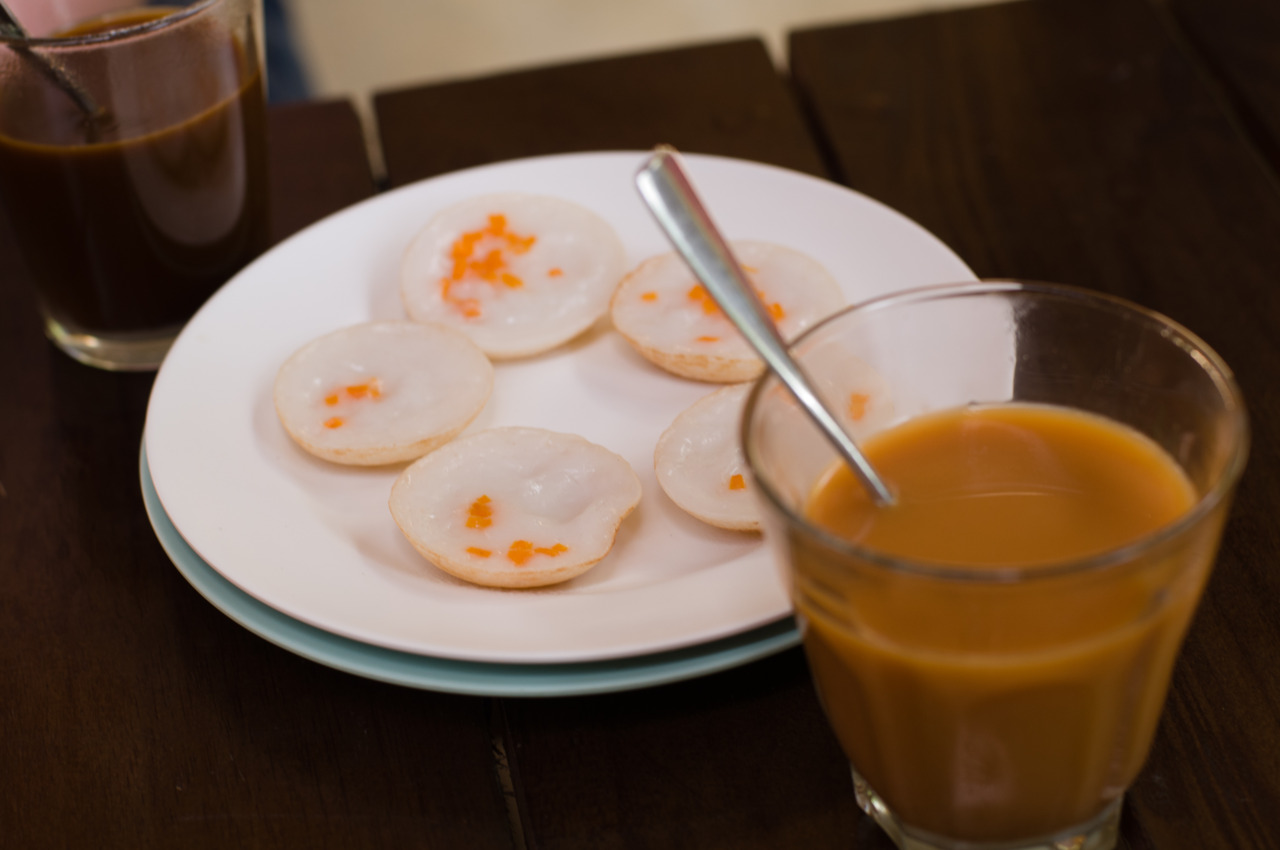 Traditional Thai pancakes with Thai tea and coffee.