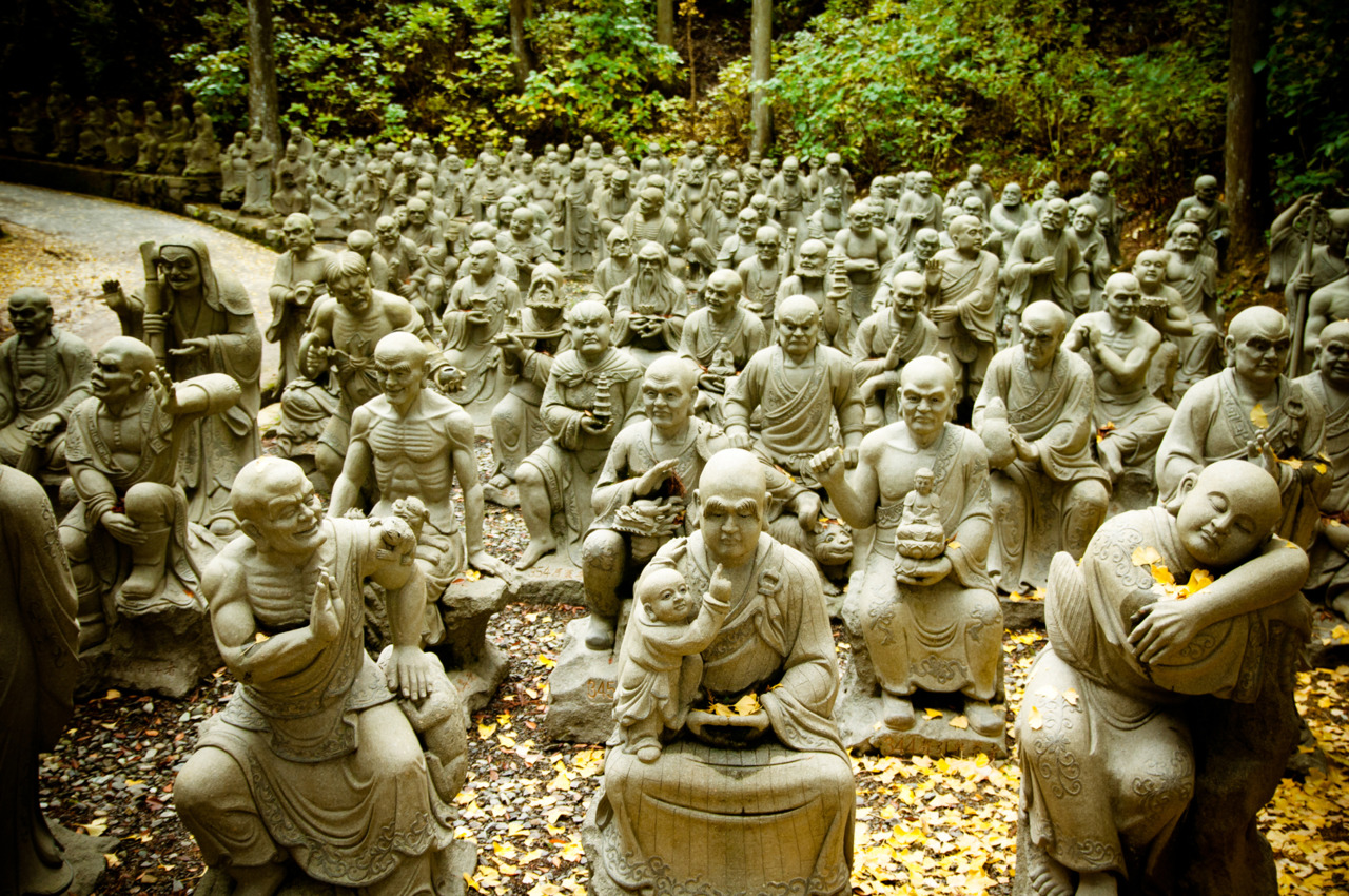 500 different statues of the Buddhas