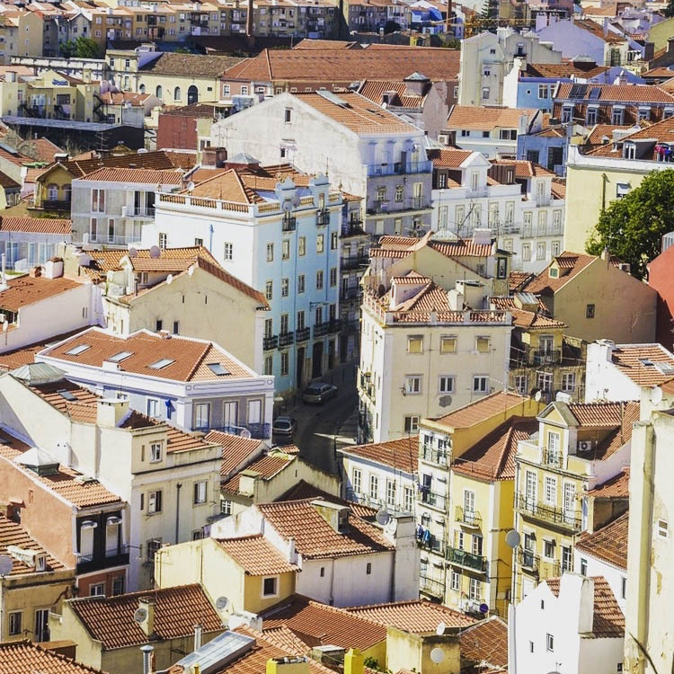 heart of alfama - Center yourself at the pinnacle of Lisbon's colorful cultural district.