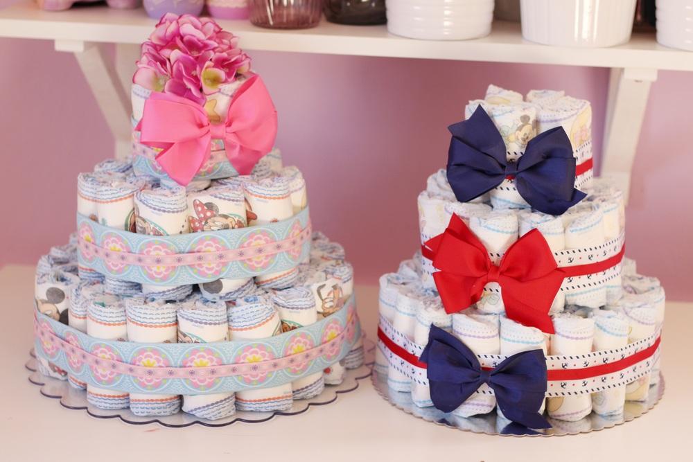Aquí dos propuestas, una unisex y la otra para nena, use un motivo marinero para un pastel neutral.