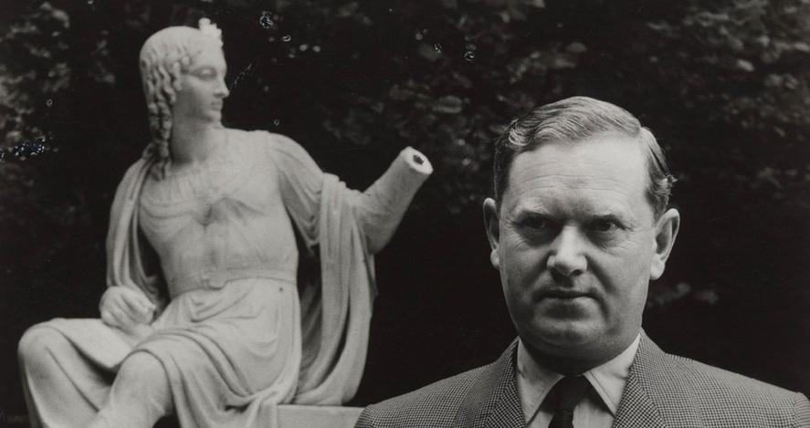 evelyn-waugh statue.jpg