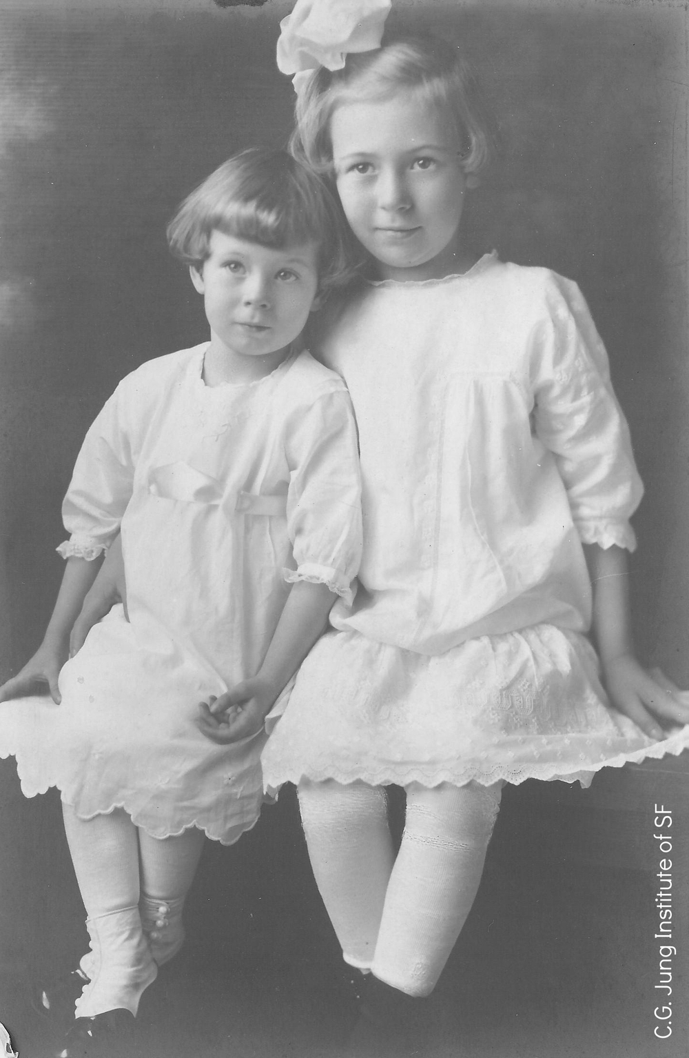Kay and her sister Lou, ~1914