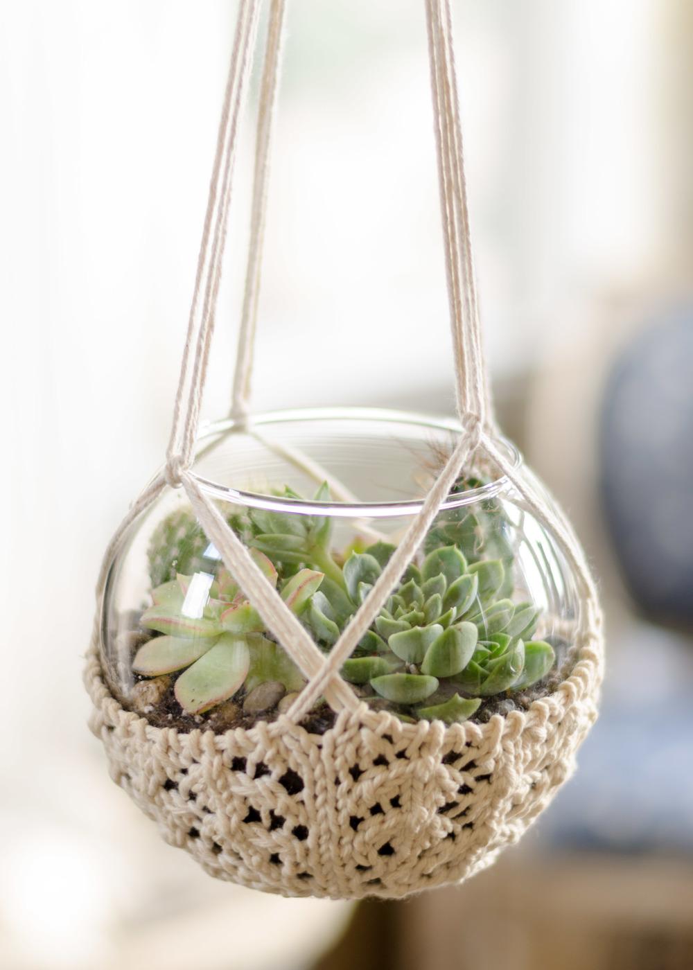 Crochet Hanging Flower Basket Pattern : Knitted Terrarium Hanger ? Pam Powers Knits