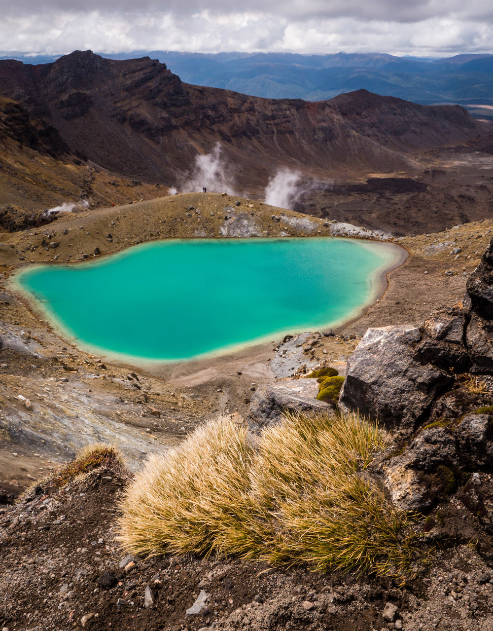 _9 Tongariro lake.jpg