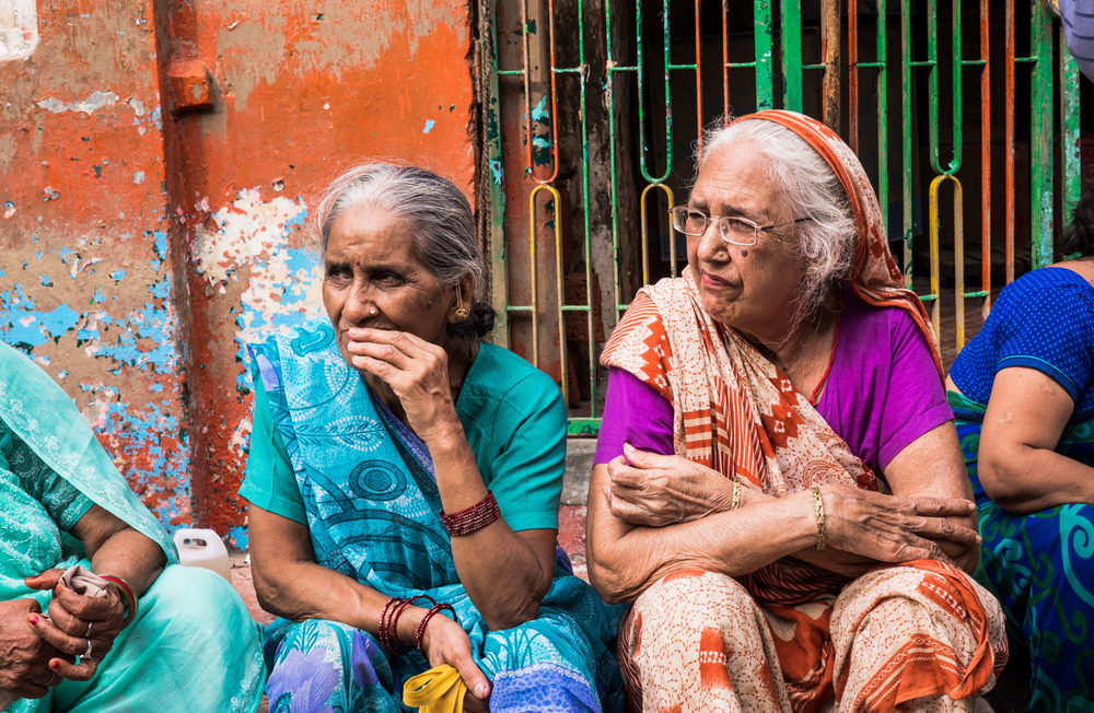 _23 Old women waiting Varanassi India.jpg