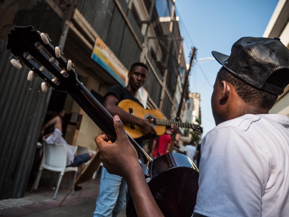 _34 Two young men playing guitar Santo Domingo.jpg