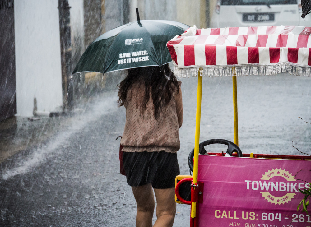 _43 Woman walking in the rain Penang malaysia.jpg
