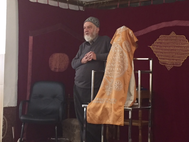 This is a Samaritan priest.  They are a small, ancient community on Mt Gerizim.