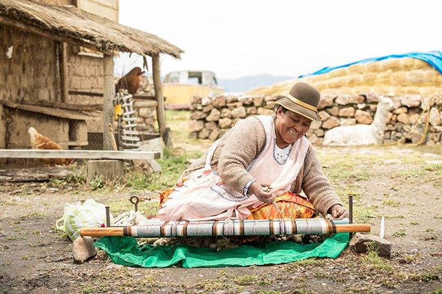 Learning the ropes at Huatajata on the banks of #laketiticaca Weaving, boat making and a witch doctor... 👍👍 @aktravel_usa #akprivate #bolivia #artisan #instatravel