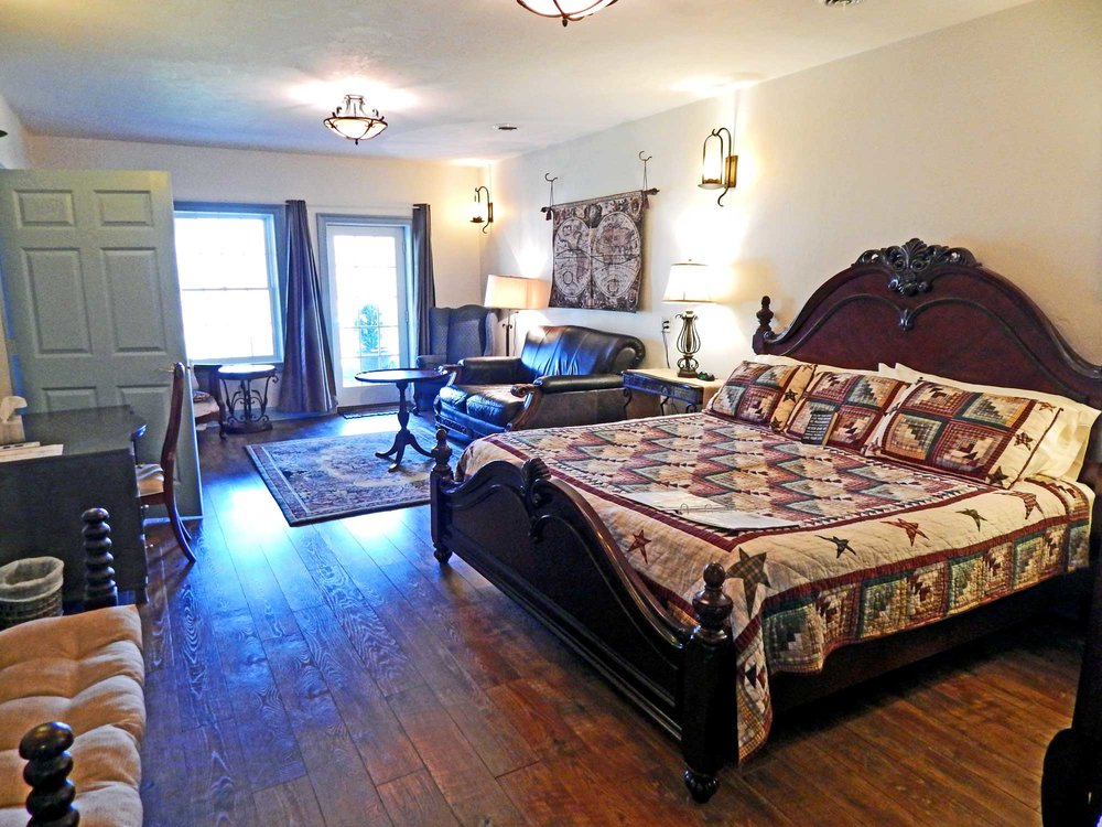 Beautiful Romantic Rooms - Romantic rooms with King sized beds are the perfect setting for your enchanted honeymoon in Gettysburg, PA. Houghtelin's Hideaway (pictured above) also has a private entrance.