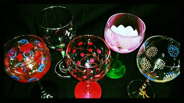 You will get two wine glasses to paint on - everything to create your wineglass masterpiece is included!