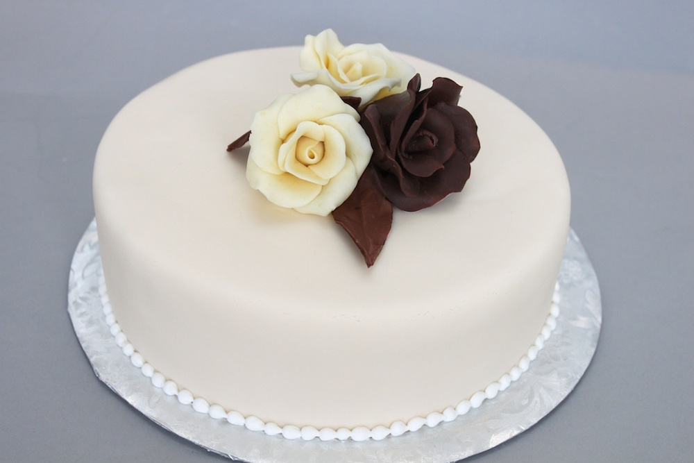 Chocolate rose cake 1040.jpg