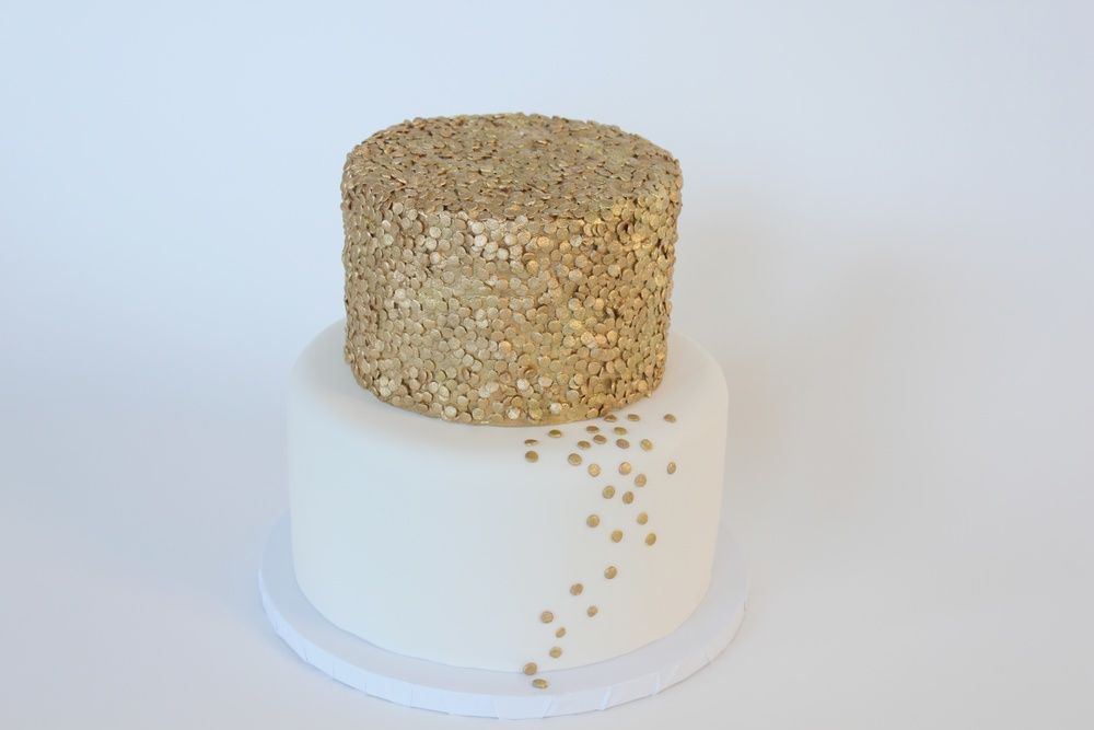 gold sequin horiz 9929.jpg