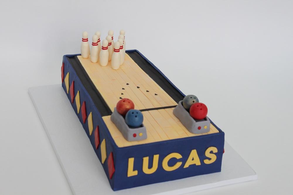 bowling cake 8554 (1).jpg