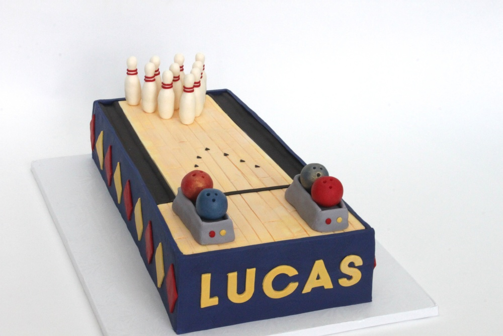 bowling cake 8561.jpg