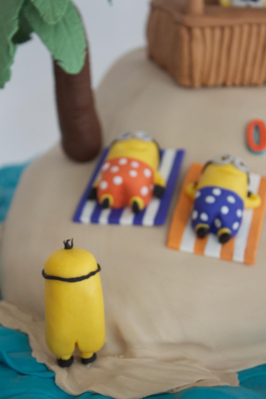 Minion cake skinny dipping 8040.jpg