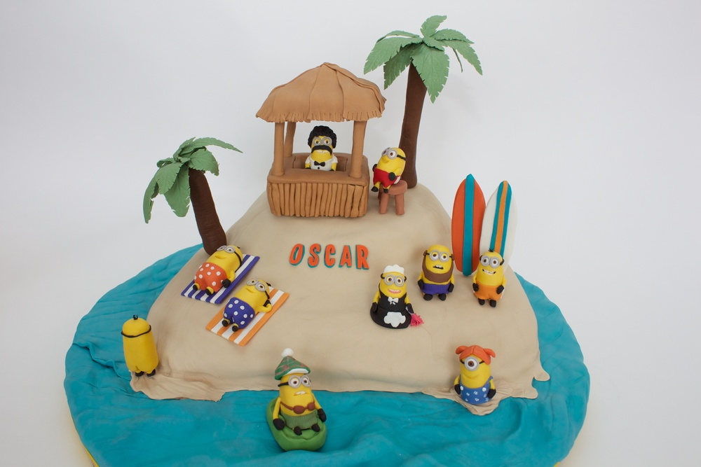 Minion cake horiz 8060.jpg