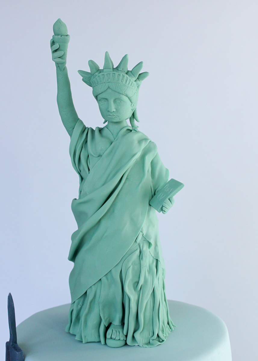 NYC Skyline Statue of Liberty Cake_013.jpg