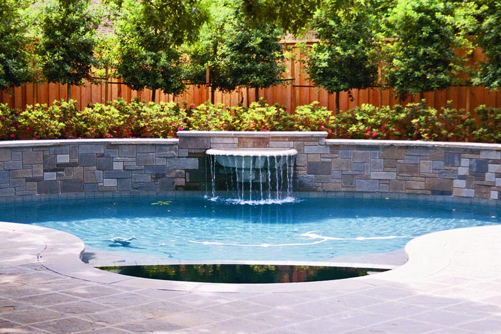 circular wall & urn pool.jpg