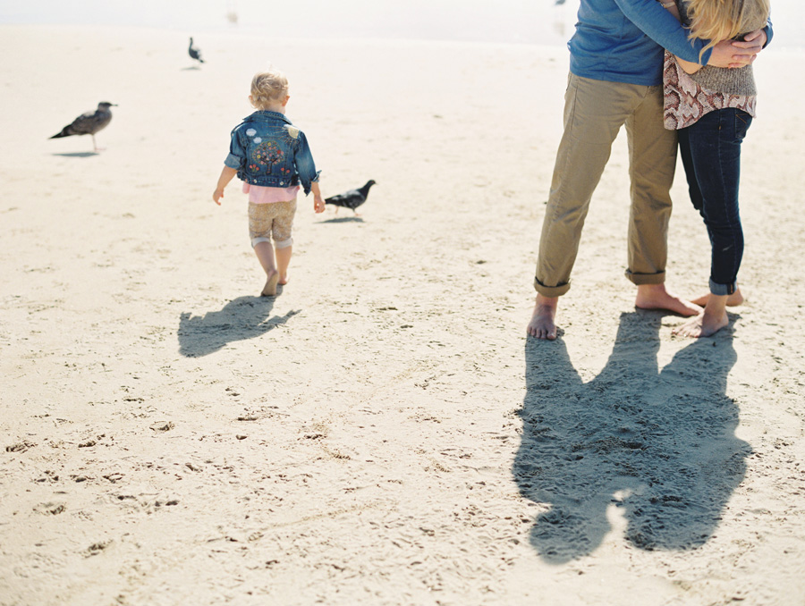 orange-county-family-photographer-victoria-oleary-day-at-the-beach-07b.jpg