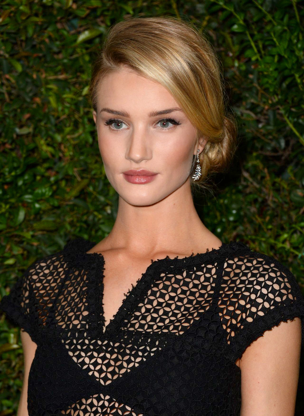 201403_RHUNTINGTONWHITELEY_CHANELPREOSCARDINNER_CER_MB_01.jpg