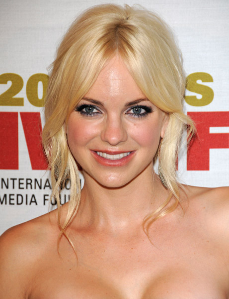 MB_ANNAFARIS_WOMEN'SMEDIAFOUNDATION_0CT10.jpg