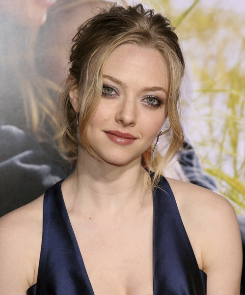 MB_JC_DEARJOHNPREMIERE_AMANDASEYFRIED_FEB10.jpg