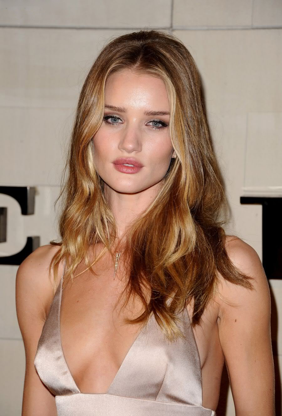 MB_ROSIEHUNTINGTON_BURBERRYEVENT_NOV11.jpeg