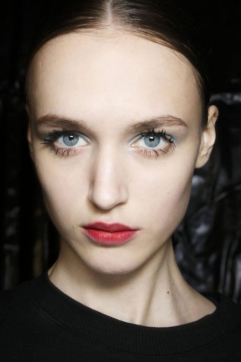hbz-makeup-trends-fw2014-mega-lashes-03-Prada-bks-A-RF14-6394-lg.jpg