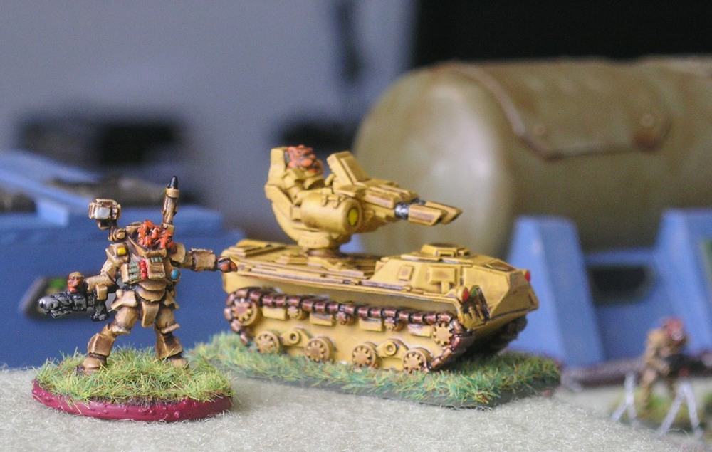 Felid Big Man and Mako-system Anti-Tank Gun (left) and Aphid Heavy Infantry (right)