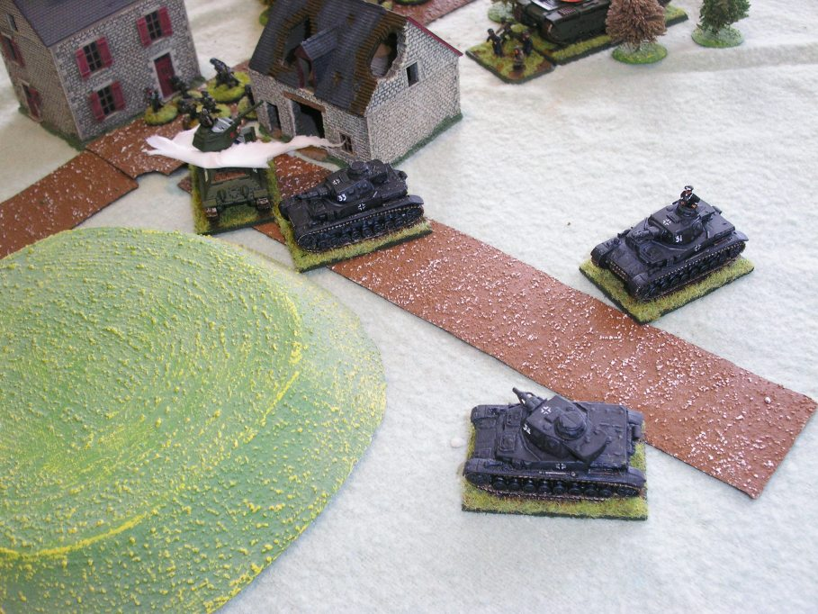 Panzer IVs sweep round