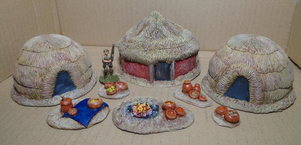 Carole's African Huts in 28mm