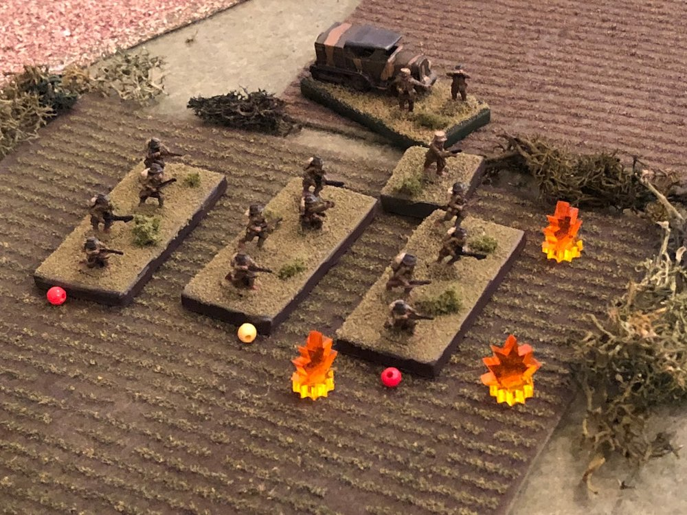 The French officers in the south set about rallying their 1st Platoon, under fire.