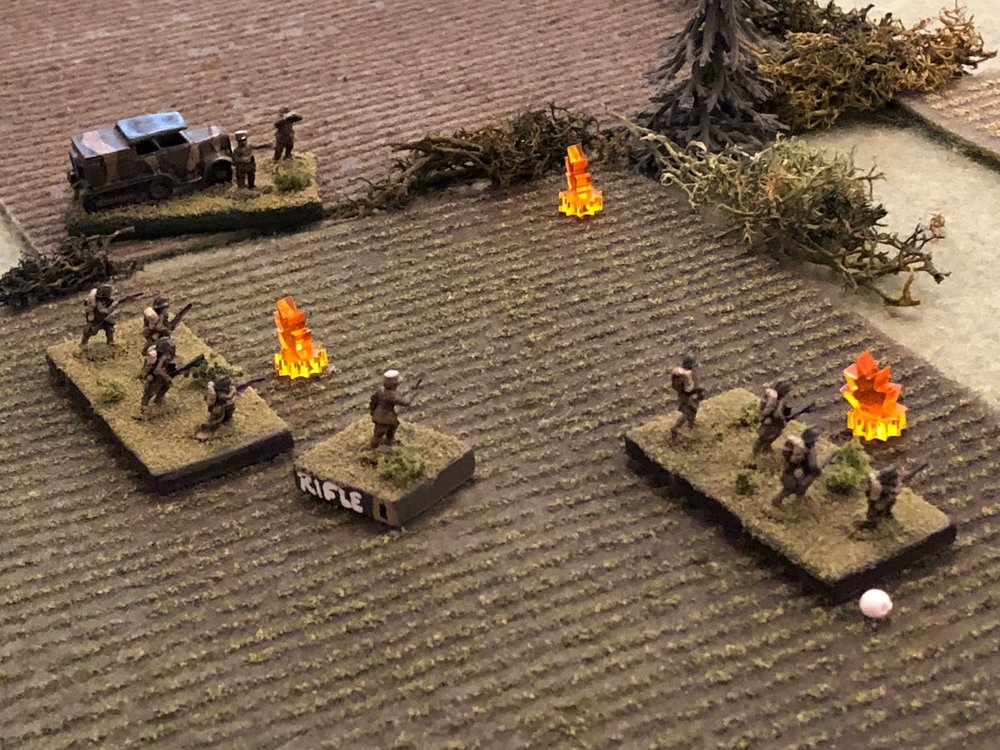 The German small arms fire suppresses a French squad, causing them casualties (white bead).