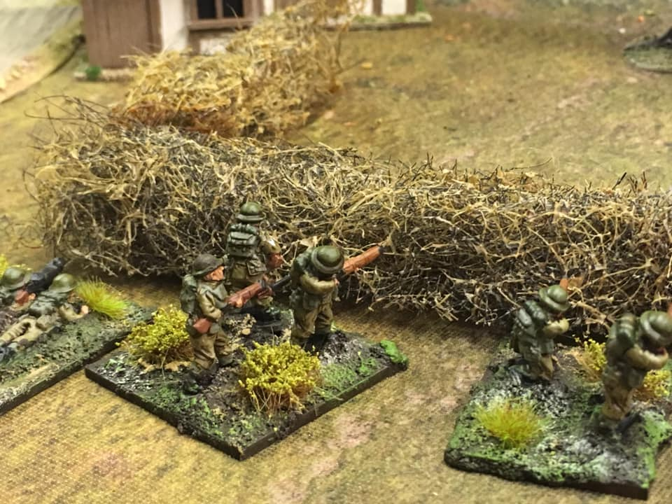 British regulars of the 1st London Divn. Stragglers from the beach heads on their way to regroup and find their mates at Folkestone. Figures by Lancer Miniatures.