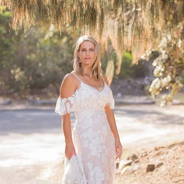 This #gorgeous #bride #rocking her #weddingday #weddings #weddingdress #Wedding #bride #brisbaneweddingphotographer #goldcoastweddingphotographer #sunshinecoastweddingphotographer #qldweddingphotographer #courancove #beachwedding