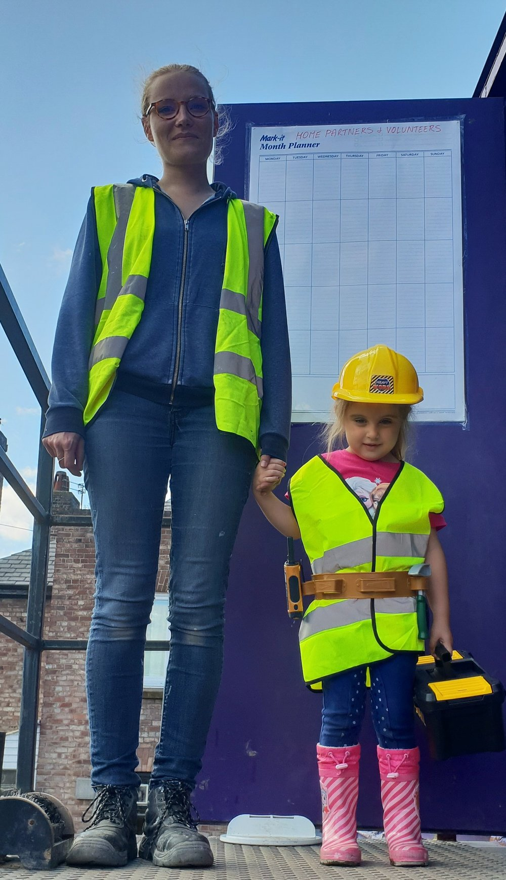 STARTING YOUNG! Léa Bebien on the HPBC site with the Construction Manager's daughter