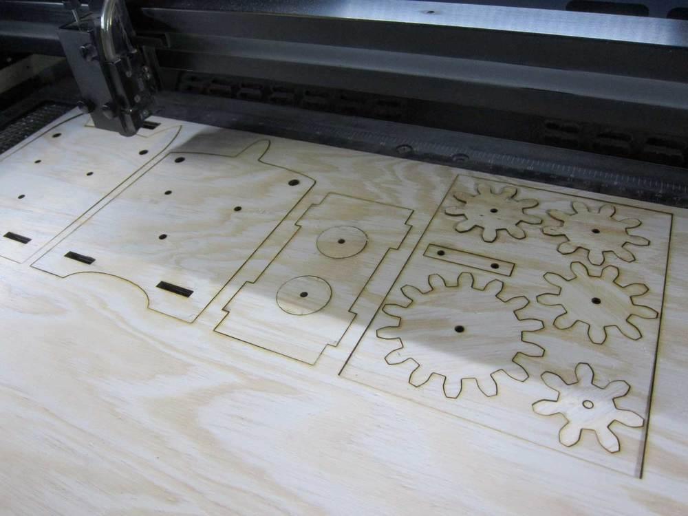 Byggesettet er et eksempel på produksjon med enkelt programmerbart verktøy.