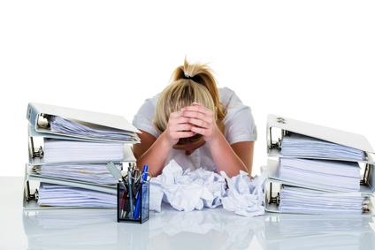 Foto: Verzweiflung durch Bürokratie | Fotolia Datei: #67488973 | Urheber: Gina Sanders