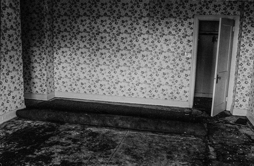 wallpaperroom.jpg