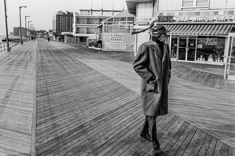psychicmanonboardwalk.jpg