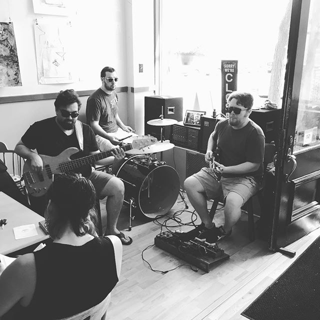 Nothing like some slow rock on this hot Thursday at the South Street Cafe. Thanks, Sam and Friends. #vtbeginshere #vt #benningtonvt