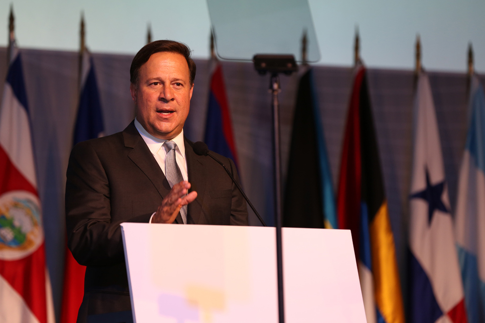 Panama President Juan Carlos Varela welcomes attendees to the Civil Society Forum. Governments should not fear the empowerment of civil society, he said. (Credit: Cumbre Panamá)