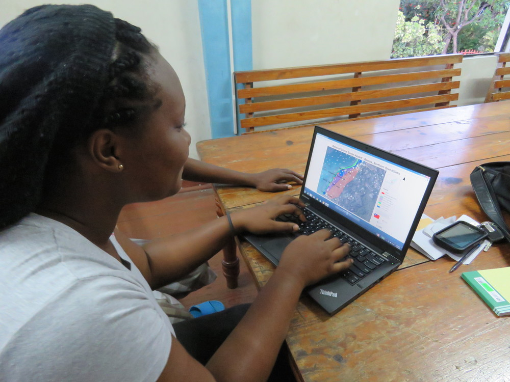PADF Resilient Livelihoods program participant Kendra Lewis looks at the hazard map of her community on the island of Bequia.