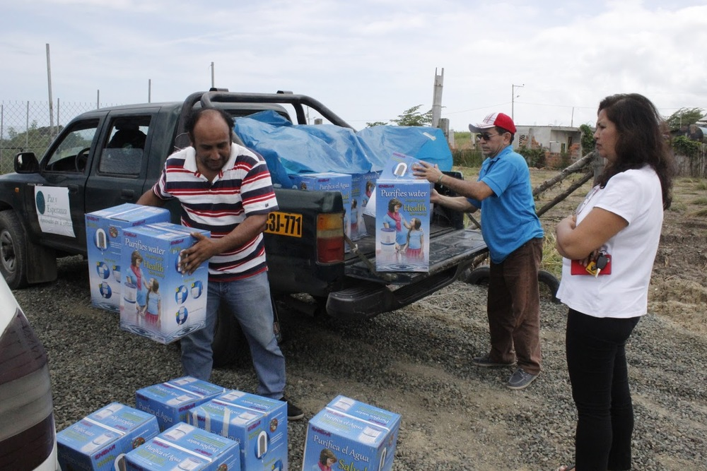 distrib of water purifiers in Pedernales.JPG