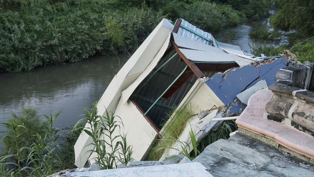 fallen house.JPG