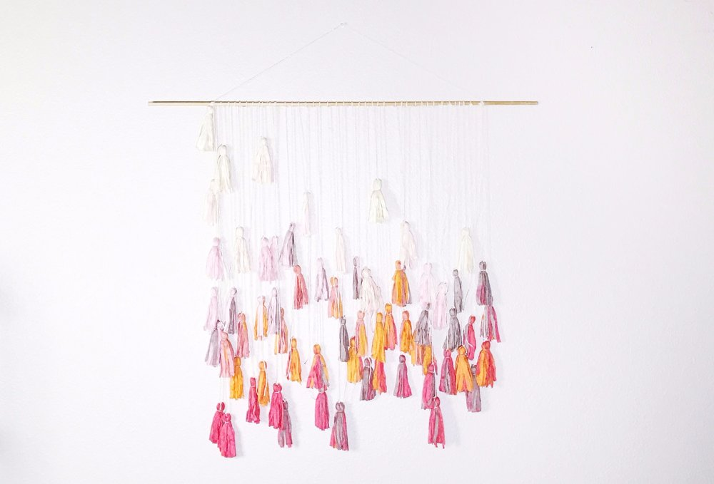 Original_Marabou-Design-Dyed-Tassle-Garland-Beauty-A.jpg