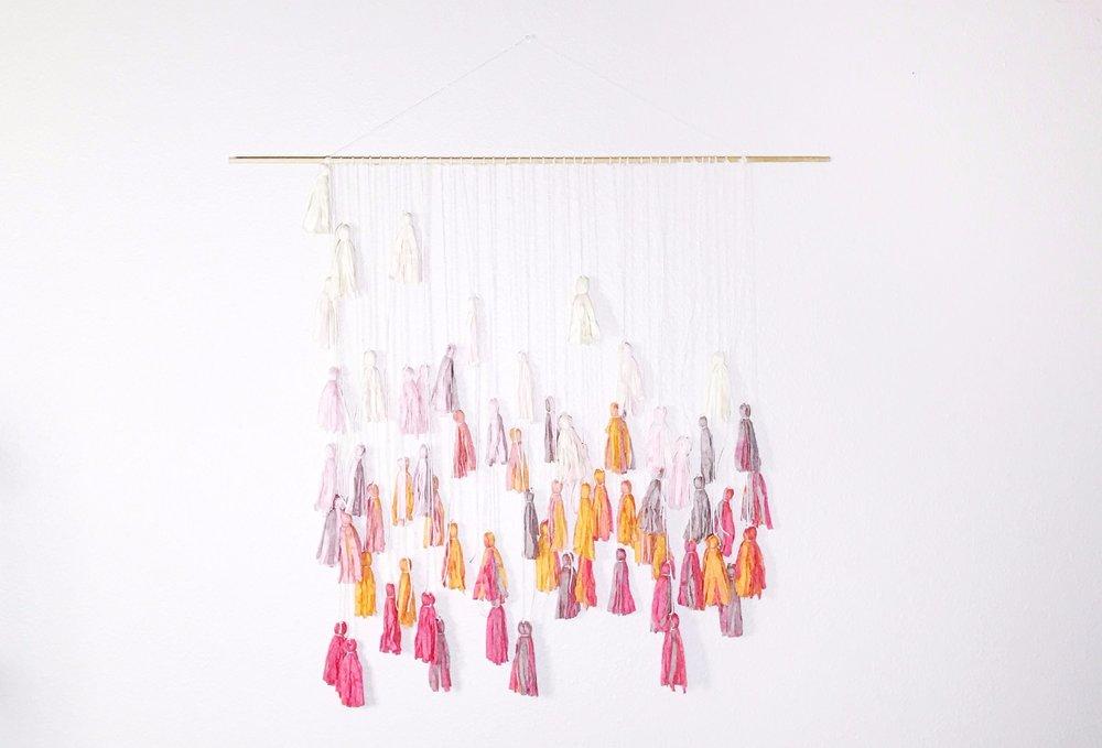 Original_Marabou-Design-Dyed-Tassle-Garland-Beauty-A.jpg