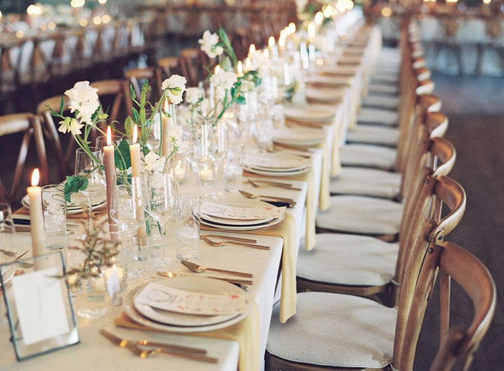 the-place-settings-and-simple-florals-for-logn-family-style-tables-coco-kelley-wedding-1000x736.jpg